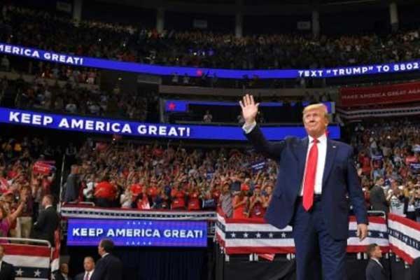 الرئيس الأميركي دونالد ترمب لدى إطلاق حملة إعادة انتخابه رسميًا في أورلاندو بتاريخ 18 يونيو 2019