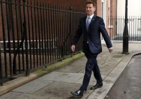 وزير خارجية بريطانيا جيريمي هنت ألقى باللوم على إيران في الهجوم على ناقلتي النفط