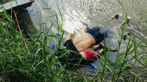 صورة لجثة المهاجر السلفادوري أوسكار مارتينيز راميريز وطفلته طافيتين على بطنيهما بعد غرقهما أثناء محاولتهما عبور نهر ريو غراندي في ماتاموروس بولاية كواهويلا المكسيكية للوصول إلى الولايات المتحدة في 24 حزيران/يونيو 2019 ا ف ب/ا ف ب