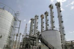 صورة من الأرشيف التُقطت في 26 أغسطس 2006 تُظهر محطة آراك لانتاج المياه الثقيلة في وسط إيران