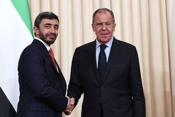 صورة نشرها موقع سبوتنيك للقاء لافروف مع عبدالله بن زايد الاربعاء
