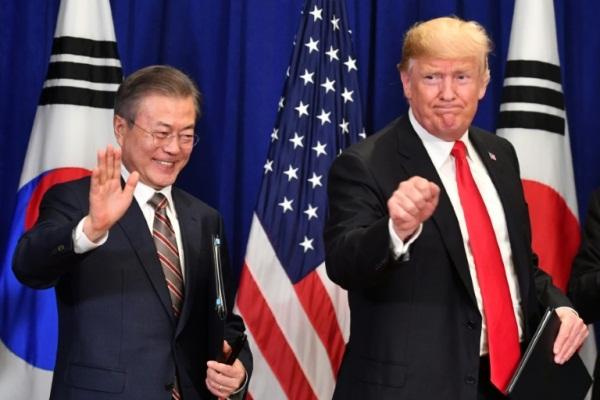 الرئيس الأميركي دونالد ترمب ونظيره الكوري الجنوبي مون جاي-اين في نيويورك في 24 سبتمبر 2018