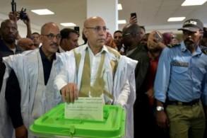 مرشح الحزب الحاكم للانتخابات الرئاسية في موريتانيا محمد ولد الغزواني لدى ادلائه بصوته