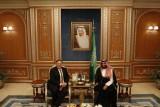 محمد بن سلمان وبومبيو يتناولان الغداء في أحد مطاعم جدة