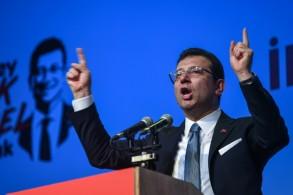مرشح المعارضة التركية لانتخابات اسطنبول اكرام امام اوغلو يلقي كلمة خلال تجمّع انتخابي في اسطنبول في 22 أيار/مايو 2019