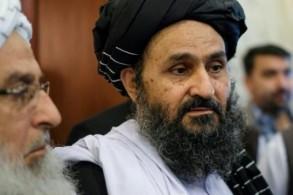 القيادي في طالبان عبد الغني بارادار خلال مشاركته في محادثات مع شخصيات سياسية افغانية في موسكو