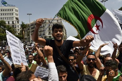 طلاب جزائريون يتظاهرون وسط العاصمة يوم الثلاثاء