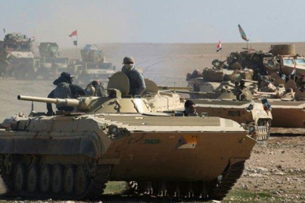 قوات عراقية في صحراء البلاد الغربية قرب الحدود مع سوريا