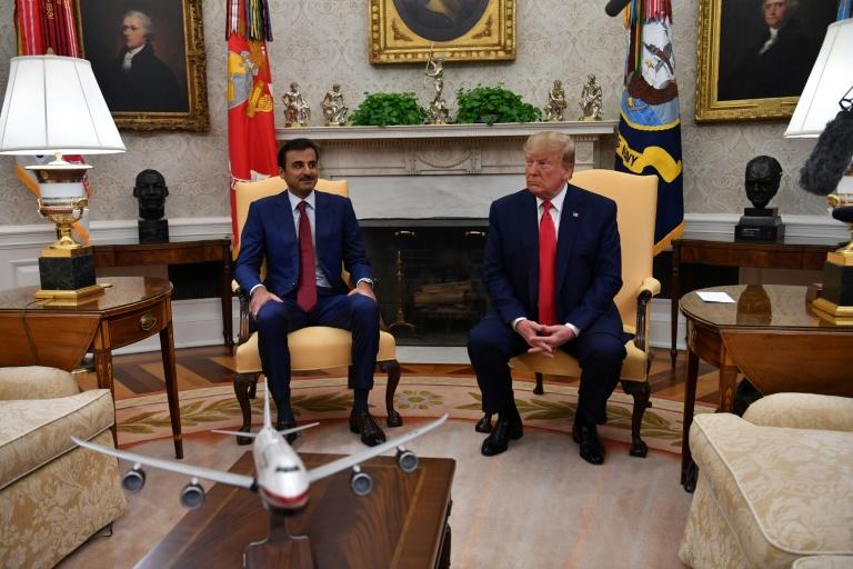أمير قطر الشيح تميم بن حمد آل ثاني في البيت الابيض الى جانب الرئيس الاميركي دونالد ترمب في التاسع من تموز/يوليو 2019