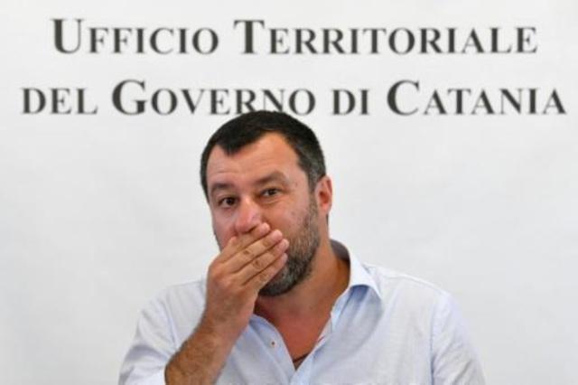 وزير الداخلية ونائب رئيس الحكومة الايطالي ماتيو سالفيني في 9 تموز/يوليو 2019 اثناء غلق مركز لاستقبال المهاجرين في جنوب صقلية