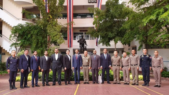 جهاز شرطة أبوظبي مع الشرطة التايلندية في الإمارات في 12 تموز 2019 (وكالة وام)