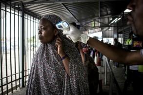 إجراءات صحية في مركز للكشف عن الإصابة بوباء إيبولا في غوما في 16 يوليو 2019