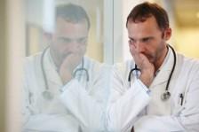 دراسة: طبيب الأورام عاطفي وأكثر عرضة للإكتئاب والإنتحار!