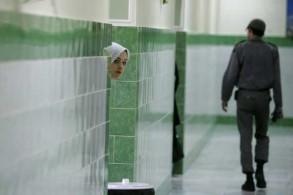 سجينة في أحد ممرات سجن إيوين في شمال طهران في 13 يونيو 2006