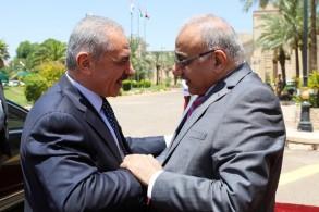 عبد المهدي مستقبلا أشتية في بغداد