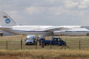 طائرة شحن روسية تُنزل أجزاء من منظومة صواريخ إس-400 الروسية في قاعدة مرتد الجوية قرب أنقرة