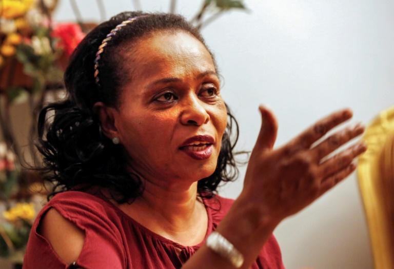 الناشطة والمحامية السودانية أماني عثمان اثناء مقابلة مع فرانس برس في 14 يوليو 2019 في الخرطوم