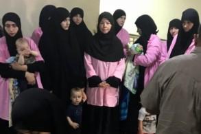 داعشيات معتقلات في العراق مع أطفالهن