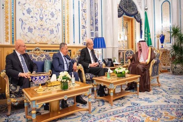 ميقاتي والسنيورة وسلام مجتمعين مع الملك السعودي