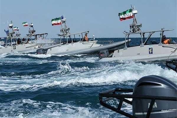 زوارق ايرانية سريعة في مضيق هرمز