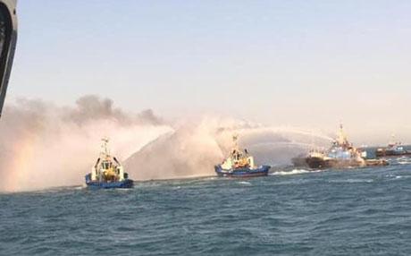 عمليات اطفاء حريق بميناء تصدير النفط في البصرة