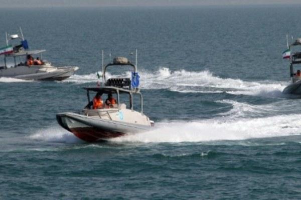 عناصر من الحرس الثوري الإيراني في ميناء بندر عباس