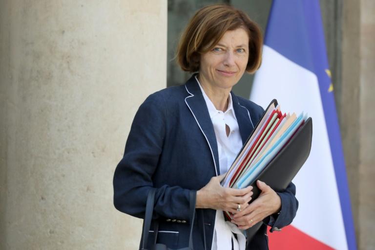 وزيرة الجيوش الفرنسية فلورانس بارلي أمام قصر الاليزيه في باريس في 24 تموز/يوليو 2019