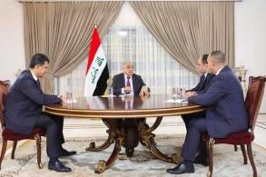 عبد المهدي متحدثًا مع مدراء قنوات عراقية تلفزيونية