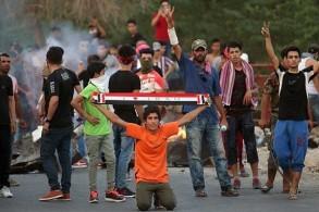 محتجون من الشباب في مدينة البصرة