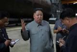 زعيم كوريا الشمالية يتفقد غواصة جديدة