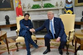 الرئيس دونالد ترمب مستقبلا رئيس الوزراء الباكستاني عمران خان في البيت الأبيض، الأحد 22 تموز/يوليو 2019