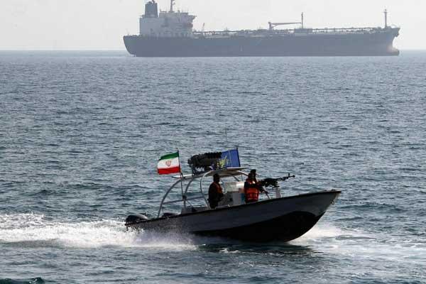 توتر متصاعد في مضيق هرمز (صورة من وكالة مهر الإيرانية)