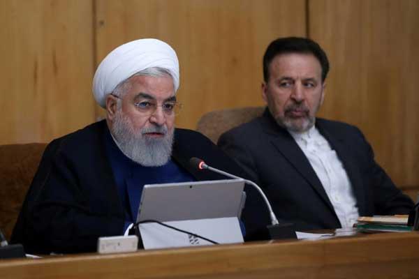 صورة وزعتها الرئاسة الإيرانية للرئيس حسن روحاني (يسار) في طهران في 31 يوليو 2019