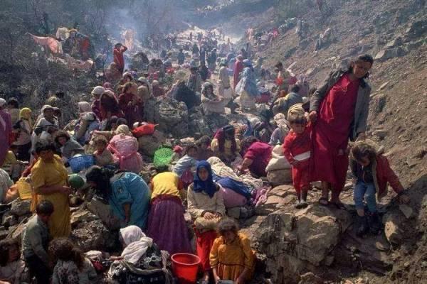 آيزيديون هاربون إلى جبل سنجار