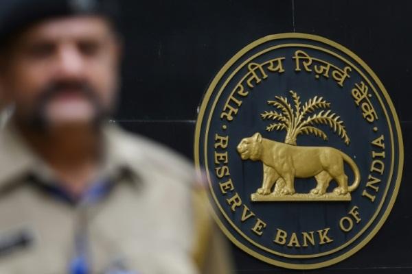 شعار الاحتياطي الفدرالي الهندي في بومباي في 7 أغسطس 2019