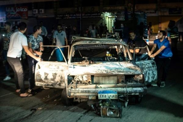 صورة التقطت في ساعة مبكرة الاثنين 5 أغسطس 2019 لسيارة متفحمة في أعقاب التفجير
