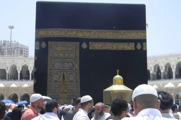 حجاج بيت الله يتقاطرون نحو مكة المكرمة