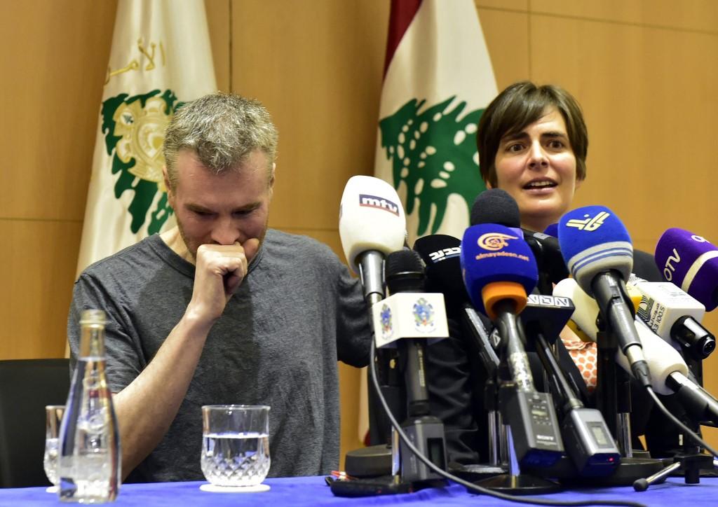 الكندي كريستيان لي باكستر مع السفيرة الكندية في لبنان خلال مؤتمر صحافي