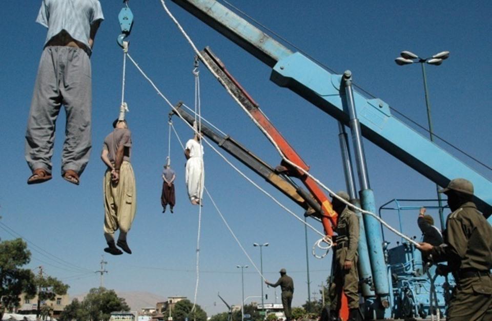 إعدامات على الملأ في إيران