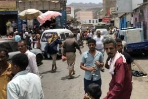 يمنيون في أحد أسواق مدينة عدن - 11 أغسطس 2019