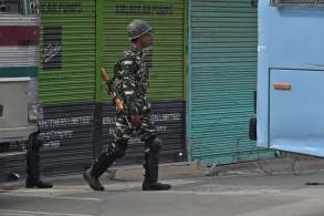 جندي هندي في سريناغار