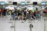 عودة الملاحة إلى مطار هونغ كونغ بعد فوضى تسبب بها المتظاهرون