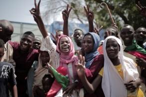 سودانيون يحتفلون بتوقيع الاتفاق