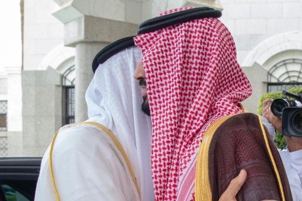 الأمير محمد بن سلمان مستقبلا الشيخ محمد بن زايد