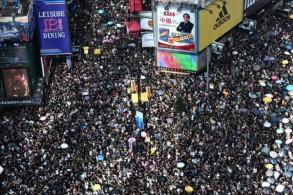 تظاهرة حاشدة في شوارع هونغ كونغ احتجاجا على مشروع قانون يتيح تسليم مطلوبين لبكين في 21 يوليو 2019