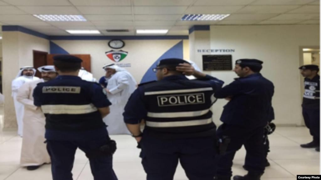 المرأة الكويتية ضربت ضابطا ومواطنا مصريا بالحزام