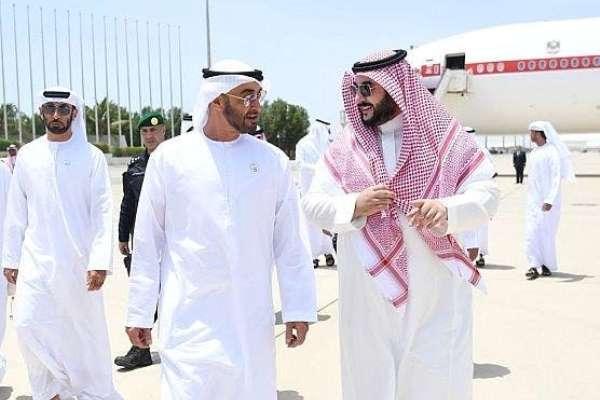 الأمير خالد بن سلمان مستقبلا الشيخ محمد بن زايد
