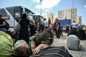 فتاة سورية تبكي قبيل مغادرتها اسطنبول في السادس من أغسطس 2019