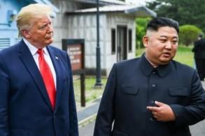 الرئيس الأميركي ترمب وبجانبه الزعيم الكوري الشمالي في المنطقة المنزوعة السلاح بين الكوريتين في 30 يونيو 2019