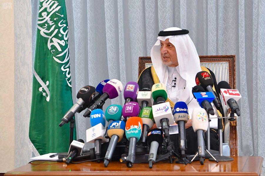 الأمير خالد الفيصل أمير مكة ورئيس اللجنة المركزية للحج يجيب عن أسئلة الصحافيين (واس)